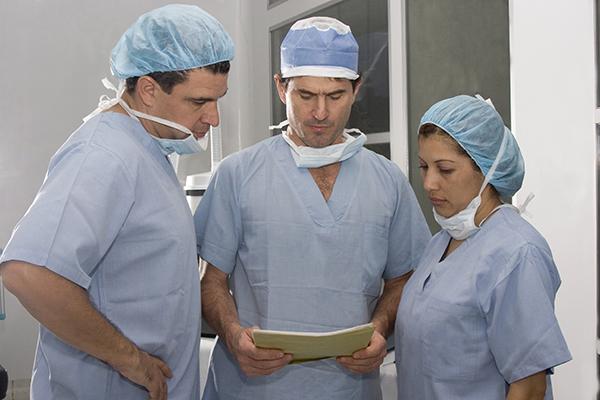 Medicos, qualidade dos servicos e seguranca do paciente