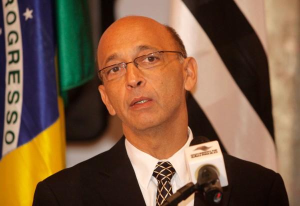Dr. Alexandre Kalache ministra palestra no Clínicas