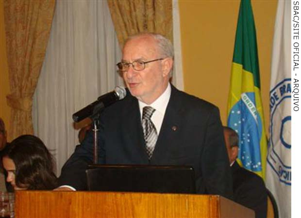 FEHOSUL participa da abertura de evento sobre Análises Clínicas