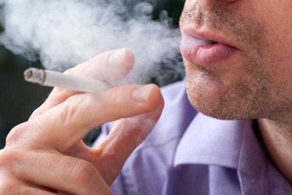 Dois em cada três fumantes morrerá por causa do cigarro