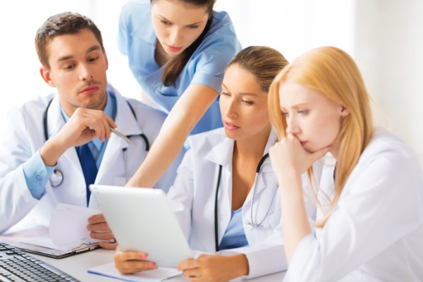 Concursos com vagas para a área da saúde na segunda quinzena de junho