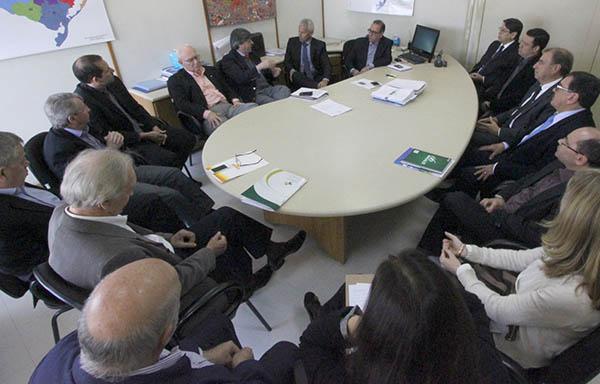 Secretário de Saúde do Estado recebe reivindicações de lideranças do setor