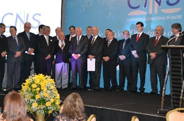 CNS realiza cerimônia de posse do novo presidente Tércio Kasten