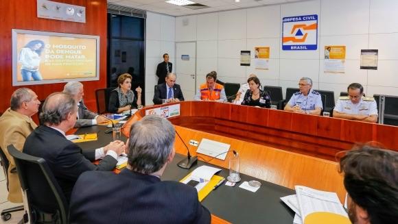 Mobilização nacional ampla para enfrentar a microcefalia