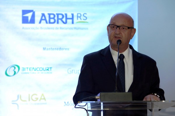 Executivos hospitalares assumem funções na ABRH-RS
