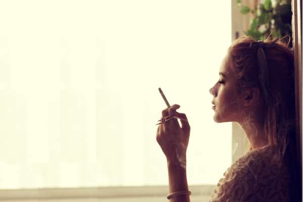 Pesquisa revela que áreas ao ar livre para fumantes também são prejudiciais