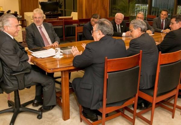 Michel Temer recebe Confederação Nacional da Saúde, em Brasília