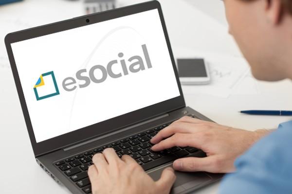 Governo Federal adia obrigatoriedade do eSocial para 2018