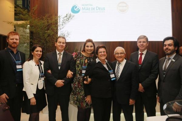 Hospital Mãe de Deus celebra conquista do Planetree na Hospitalar 2017