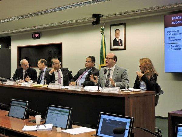 CNS participa de audiência pública sobre planos e seguros privados de assistência à saúde-001