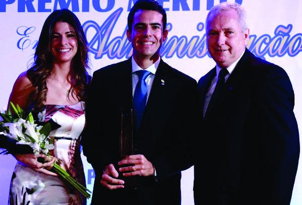 Prêmio Mérito em Administração é concedido a Diretor da Serdil