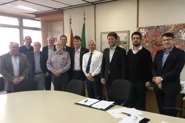 Análises Clínicas recebidas pelo secretário de Saúde João Gabbardo dos Reis