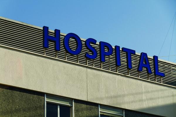 Farmácia de hospital não é obrigada a manter farmacêutico durante todo período de funcionamento