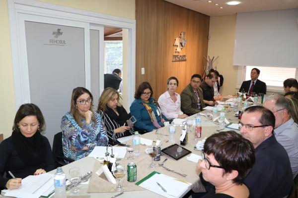 Grupo de Estudos debate contratos trabalhistas, em nova reunião na FEHOSUL