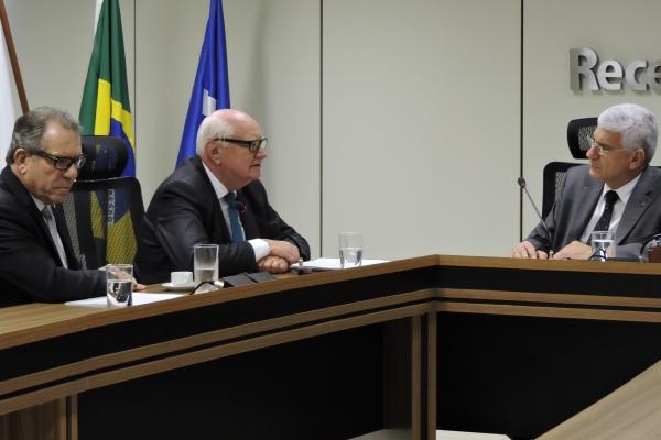 Saúde expõe posição contrária à majoração do PIS Cofins em encontro naReceita Federal