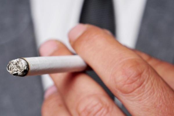 Apenas um cigarro por dia aumenta os riscos de doenças cardiovasculares e AVC, diz estudo