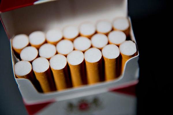 Nova norma define que cigarros devem ficar distantes de doces e brinquedos nas prateleiras