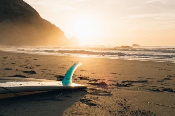 Surfistas são três vezes mais propensos a contrair superbactérias, diz estudo