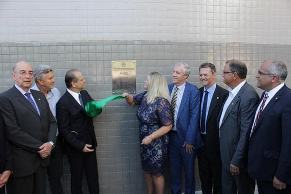 Conceição inaugura 30 novos leitos de Neurocirurgia e lança pedra fundamental do Centro de Oncologia