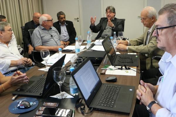 Dirigentes de entidades hospitalares e de saúde promovem rodada de benchmarking