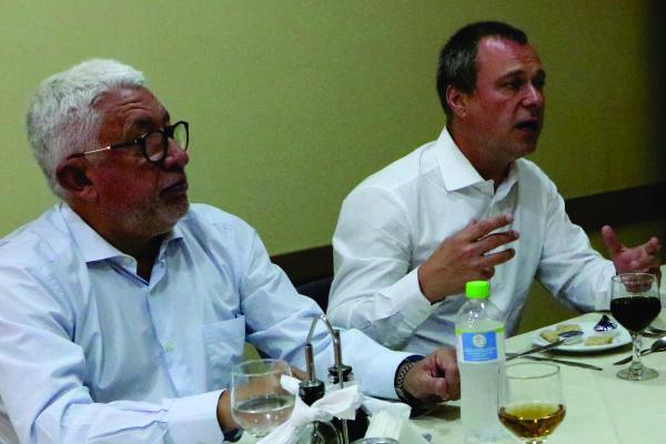 Médico Erno Harzheim, acompanhado de seu assessor Djeddah