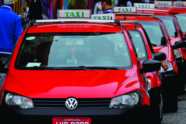 Lotações e compartilhamento de táxi autorizadospara o transporte de funcionários da saúde no domingo