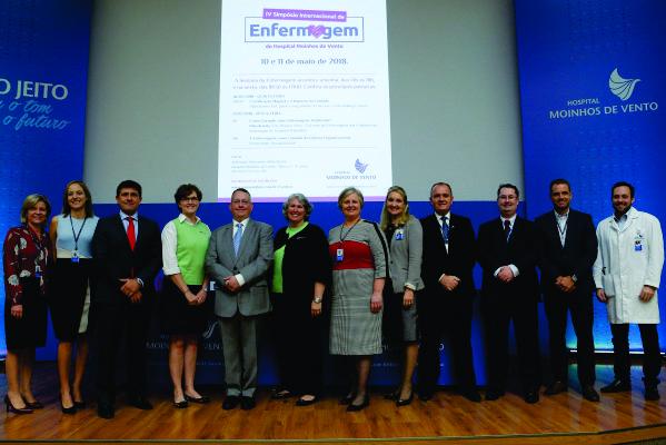 Simpósio de Enfermagem reúne especialistas internacionais para discutir excelência na prática assistencial