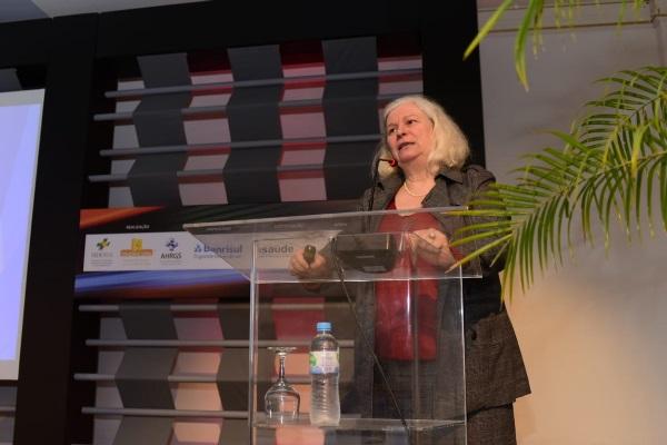 A busca por efetividade na gestão da saúde foi tema da palestra de Denise Schout no Seminários de Gestão