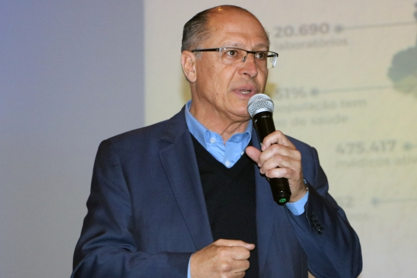 Geraldo Alckmin é recebido por lideranças hospitalares em Porto Alegre