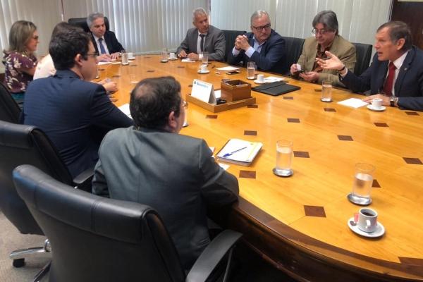 Linha de crédito especial para estabelecimentos de saúde que atendem ao IPE-Saúde é discutida no Banrisul