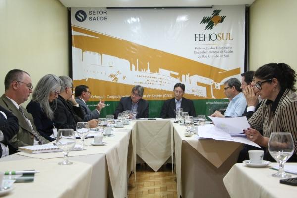 Nova remuneração do IPE-Saúde e CMED 2 são temas de encontro na FEHOSUL