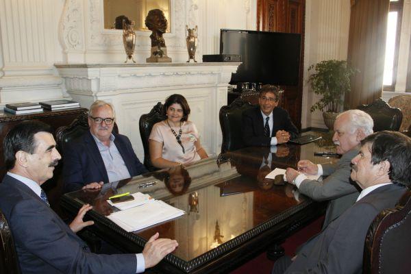FEHOSUL volta à Casa Civil e tenta solução para os atrasos de pagamento do IPE-Saúde