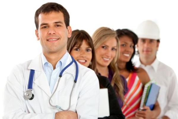Brasil vai precisar de cerca de 4,5 milhões de enfermeiros, 1 milhão de médicos e 4 milhões de professores em 2040