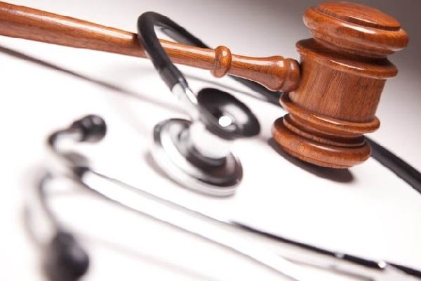 Oncologista perde licença após manter relações sexuais com paciente