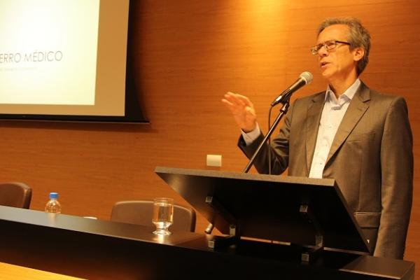 Grupo Hospitalar Conceição aborda O Erro na Perspectiva do Médico