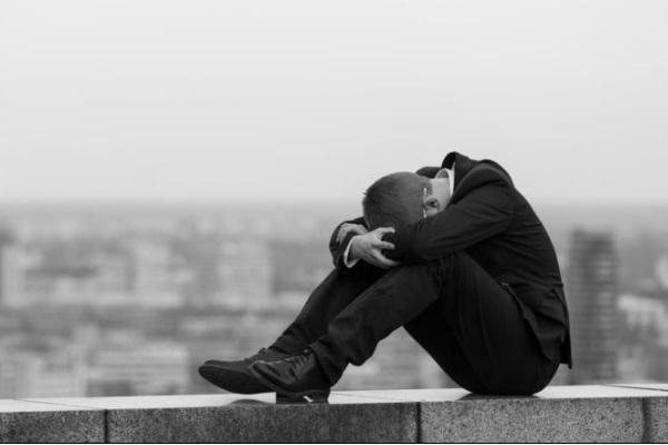 Hospitais e escolas terão de notificar tentativa de suicídio