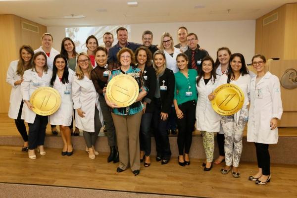 Hospital Mãe de Deus recebe certificação da Joint Commission International pela terceira vez