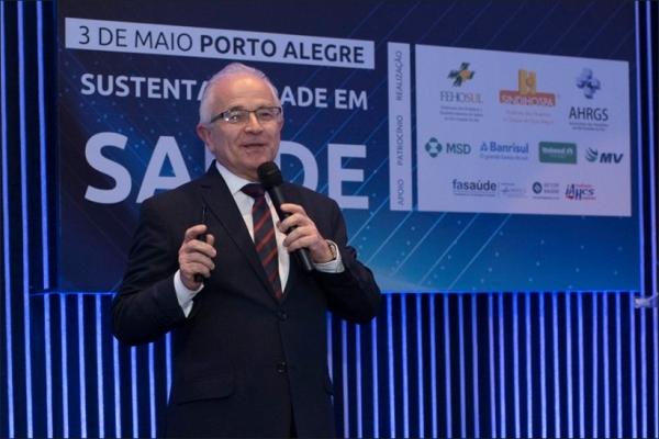 Alceu Alves da Silva aponta o cenário atual e desafios para o futuro da saúde
