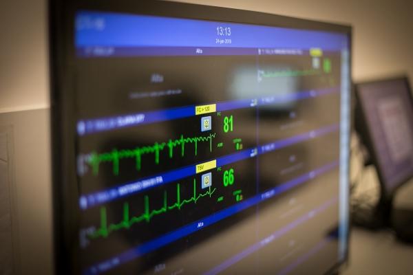 Horário ampliado de visitas na UTI não afeta segurança de pacientes críticos, diz estudo