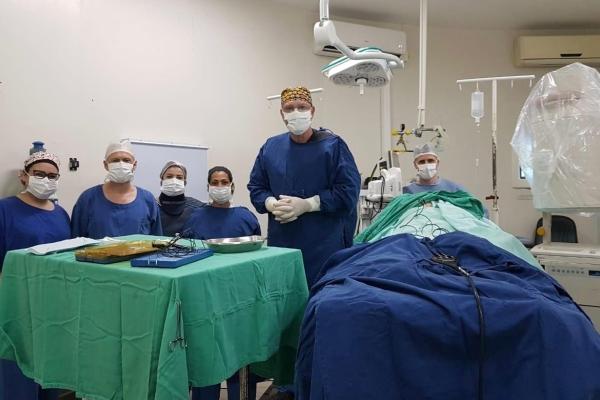 Procedimento inédito para o tratamento de dor crônica é realizado em Cruz Alta