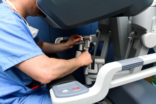 Hospital Moinhos de Vento recebe inscrições para curso de formação em cirurgia robótica
