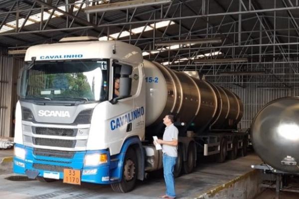 RS distribui inicia distribuição de 140 mil litros de álcool para o enfrentamento à Covid-19
