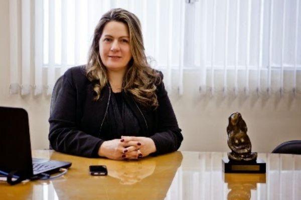 Diretora do Hospital Virvi Ramos deixa UTI uma semana após receber transfusão de plasma convalescente