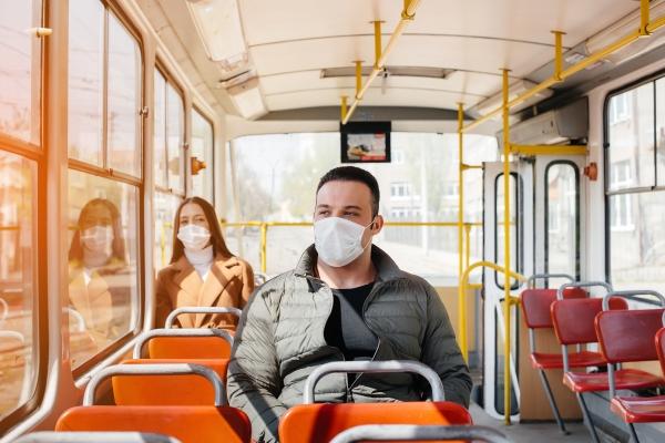 Covid-19 os diferentes riscos conforme distância da outra pessoa, ventilação e tempo de exposição ao vírus
