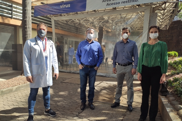 Paciente curado de Covid que recebeu suporte de circulação extracorpóreo tem alta naSantaCasade Porto Alegre