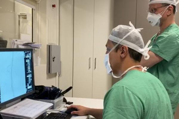 Prótese inédita produzida no país é utilizada para tratar aneurisma de paciente