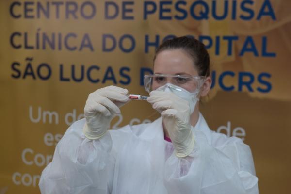 Estudo da vacina de Covid-19 no Hospital São Lucas da PUCRS passa a receber voluntários idosos e pessoas que já tiveram a doença