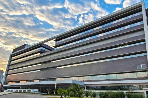 Hospital de Clínicas de Porto Alegre abre processo seletivo simplificado para médico e enfermeiro