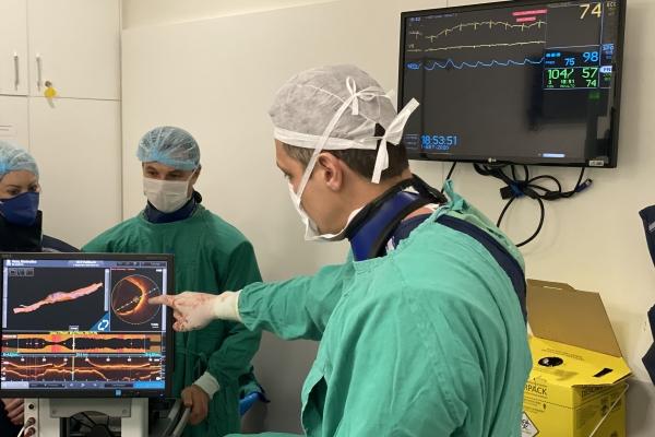 Procedimento inédito no Brasil previne AVC em paciente de 85 anos com aterosclerose