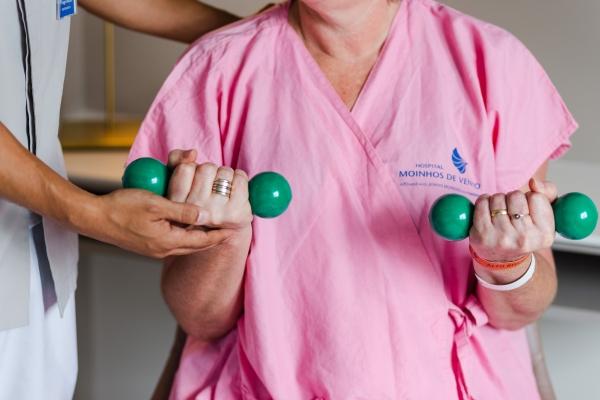 Simpósio de Fisioterapia discute reabilitação de pacientesde COVID-19